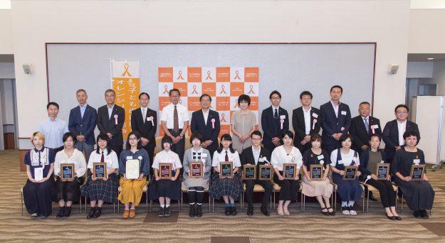 在学生油江杏樹さんが「子ども虐待防止オレンジリボン運動 公式ポスターコンテスト2019」で「東京都福祉保健局長賞」を授賞しました。1