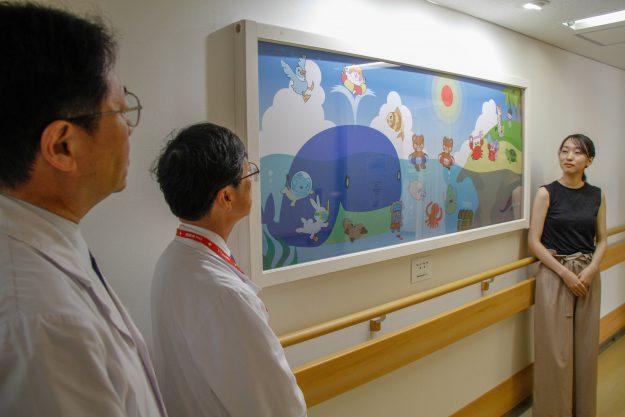 専攻科在学生、修了生が京都第二赤十字病院小児病棟に壁面絵画を寄贈しました0