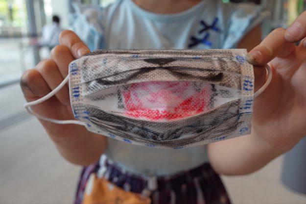 8/14・15 芸術学部デザイン学科の池田泰子教授と在学生がロームシアター京都でワークショップ「どうぶつマスクプロジェクト」を実施しました。4