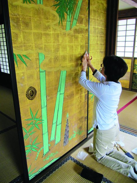 卒業生で講師の山本記子さんが、2019年秋の褒章で黄綬褒章を受章されました。2