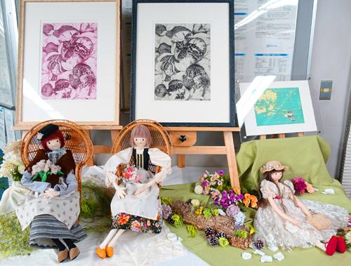 1/29~2/23卒業生釜我千賀子さんが、「銅版画と人形展 ~春のきざし~」を京都信用金庫円町支店で開催中です。0